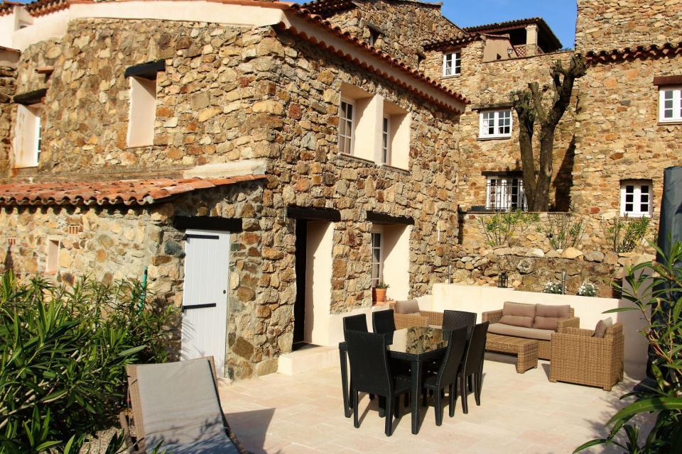 ferienhaus vallaury 5 le plan de la tour c te d azur 6 bewertungen totavilla. Black Bedroom Furniture Sets. Home Design Ideas